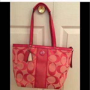 Like New 💯 auth COACH signature tote handbag